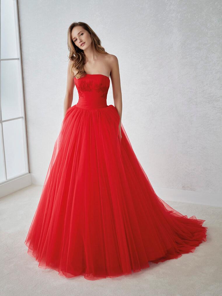 Sposa in rosso  sei passionale e travolgente d509b8f5593