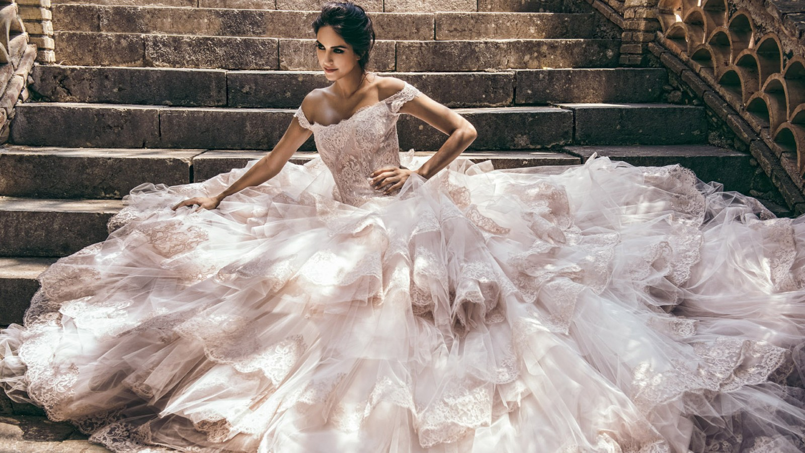 Quanto costa un abito da sposa  f5643ffe7ce